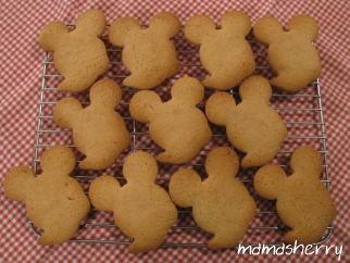 健康レシピの今日のおやつ:ミッキー型のジンジャークッキー